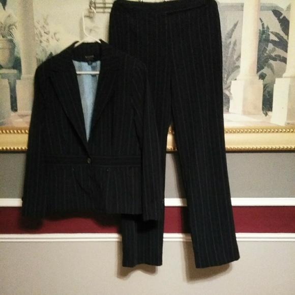 Signature by Larry Levine Dresses & Skirts - Womans Signature By Larry Levine Blue W/Pinstripe